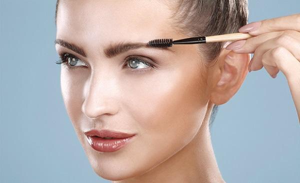 Помимо правильного выбора косметики, брови должны быть всегда ухоженными
