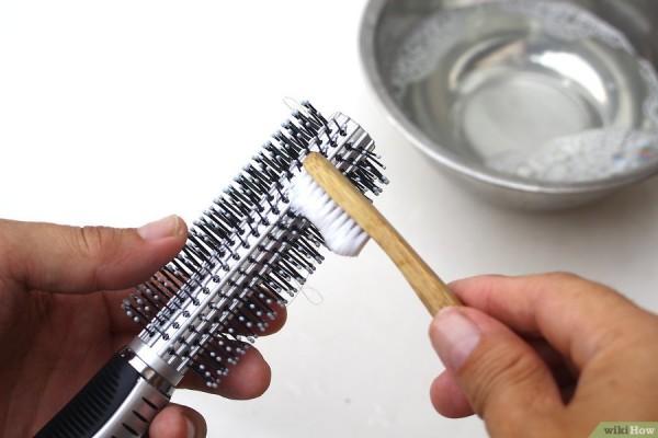 Как почистит расческу от пыли