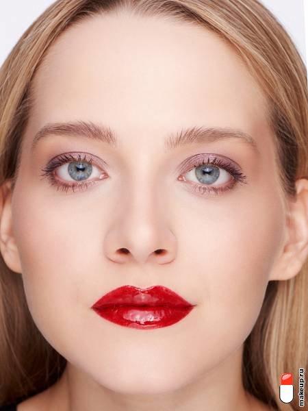 макияж для блондинок с красными губами