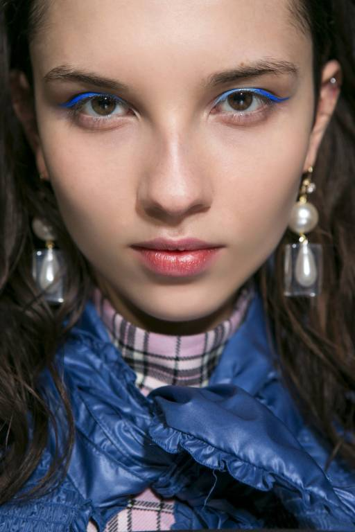 макияж с цветными стрелками