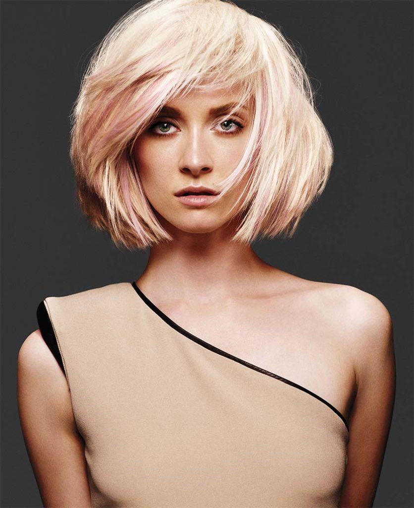 Блонд с розовыми прядями