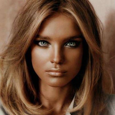 Цвет волос и ярко-зеленые глаза