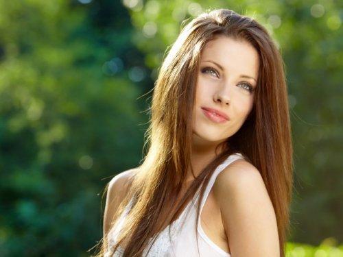 длиные темно-русые волосы